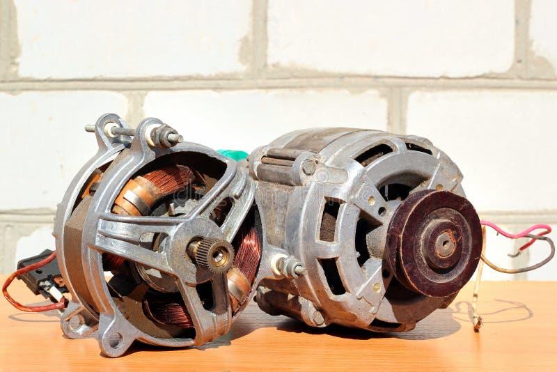 Zwei alte Elektromotoren lizenzfreies stockfoto