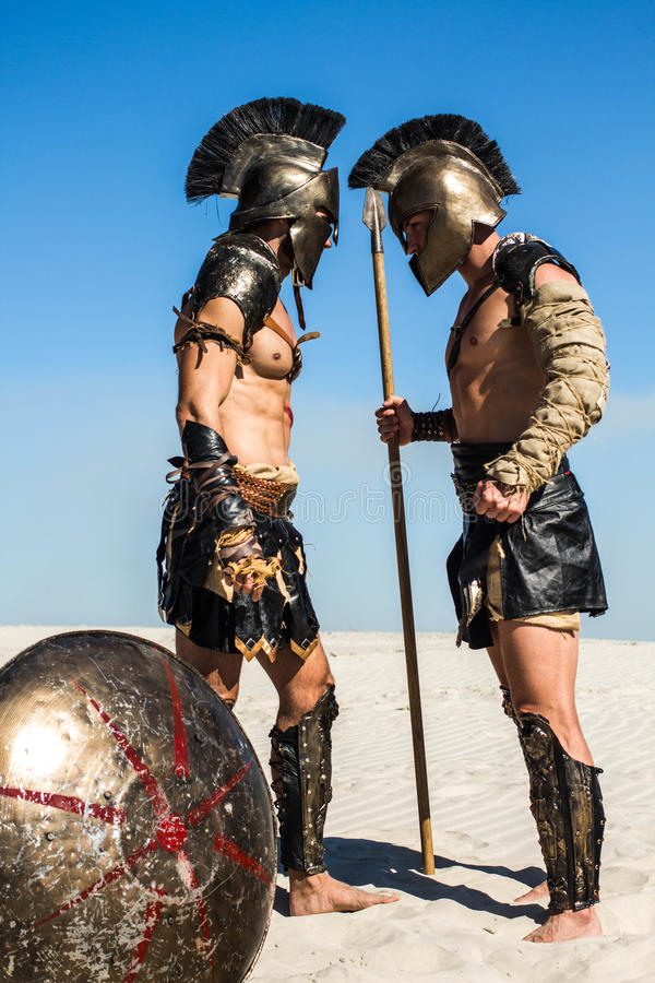 Zwei alte römische Krieger vertraulich stockbilder