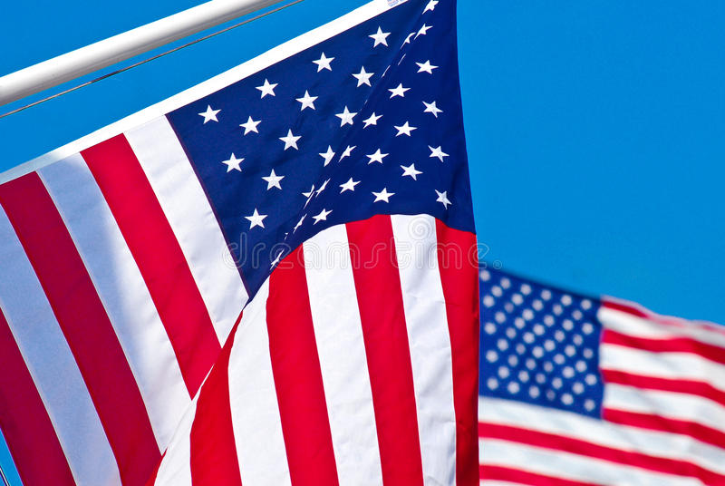 Zwei amerikanische Flaggen. stockfoto