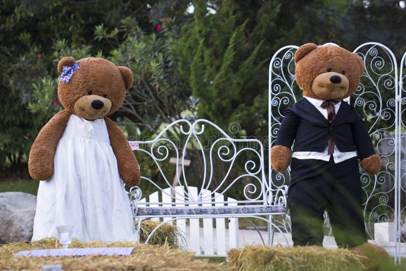 Zwei Big Bear Puppen lizenzfreie stockfotografie