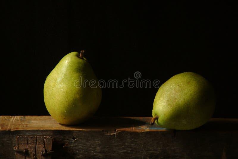 Download Zwei Birnen stockfoto. Bild von formen, noch, früchte, birnen - 36486