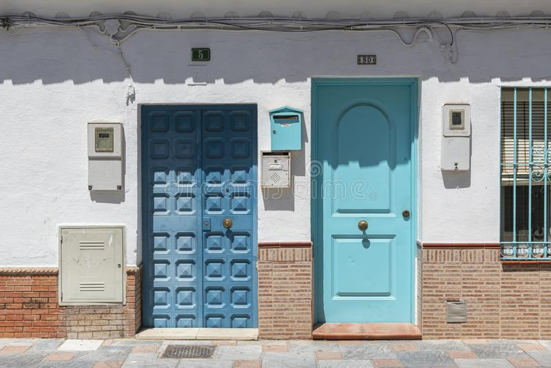 Zwei blaue Straßen Fuengirola Spanien lizenzfreies stockfoto
