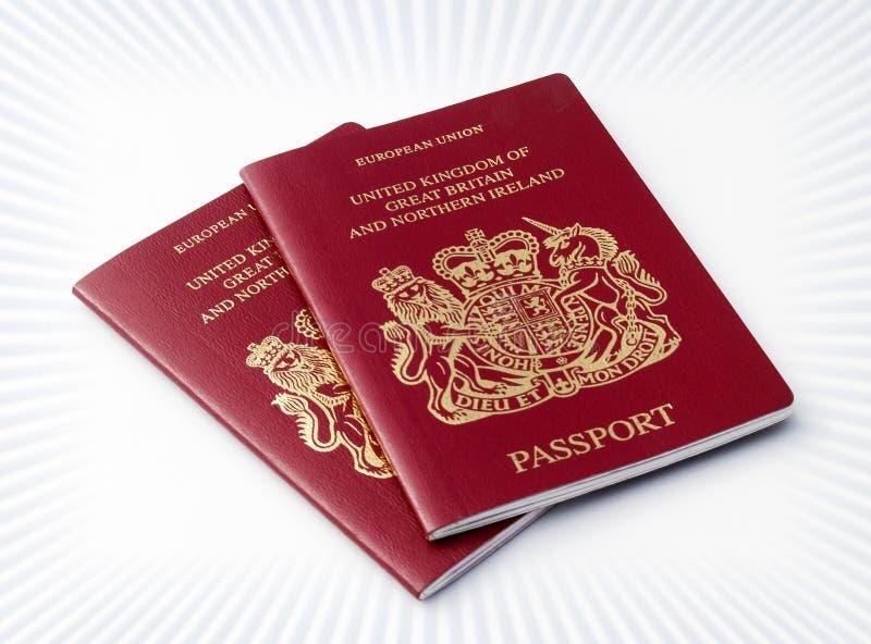 Zwei BRITISCHE Pässe lizenzfreies stockbild