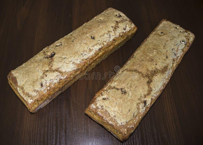 Zwei Brotlaibe zu Hause gebacken lizenzfreie stockfotografie