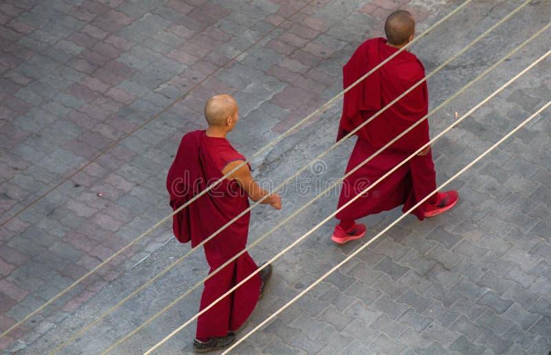 Zwei buddhistische Mönche lizenzfreie stockfotos