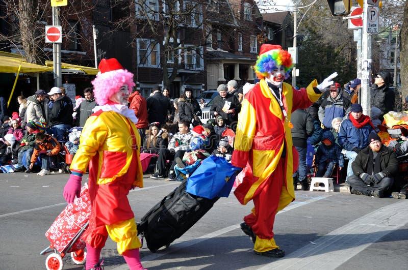 Zwei Clowne vor der Weihnachtsmann-Parade stockfoto