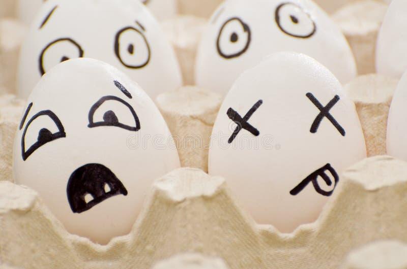 Zwei Eier mit gemalten Gefühlen: Furcht und Tod lizenzfreie stockfotos