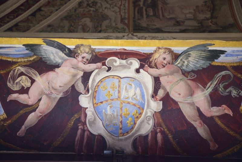 Zwei Engel halten ein Wappen lizenzfreie stockbilder