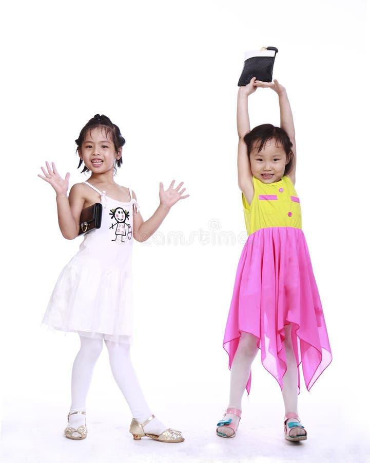 Zwei entzückende kleine Mädchen stockfotos