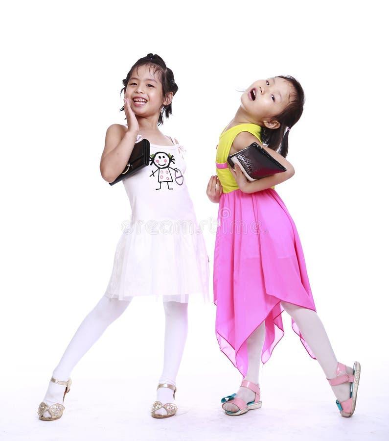 Zwei entzückende kleine Mädchen stockbilder
