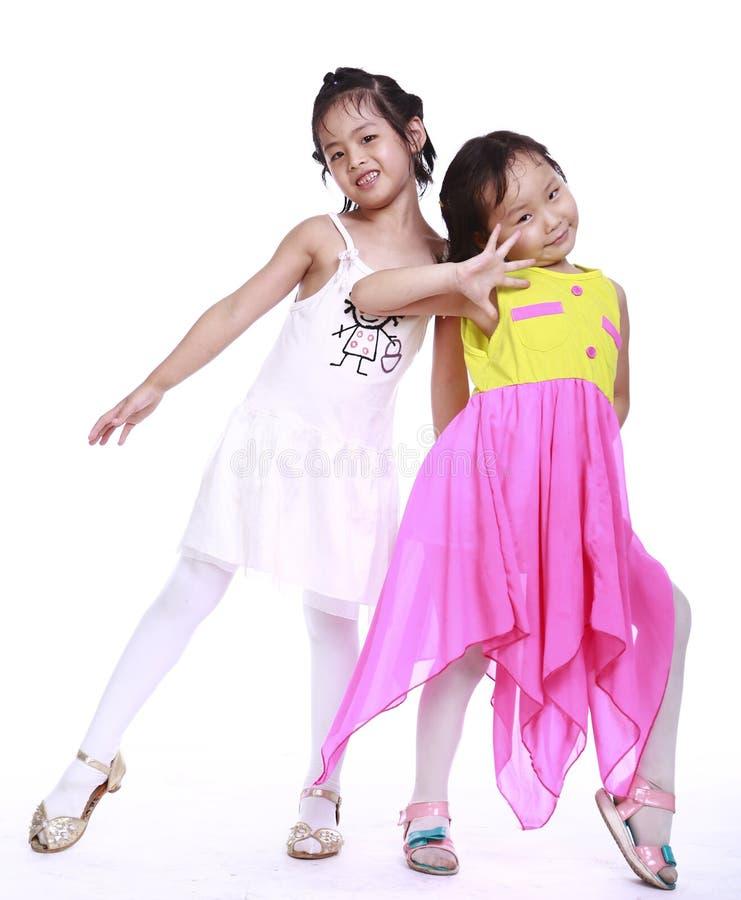 Zwei entzückende kleine Mädchen stockbild