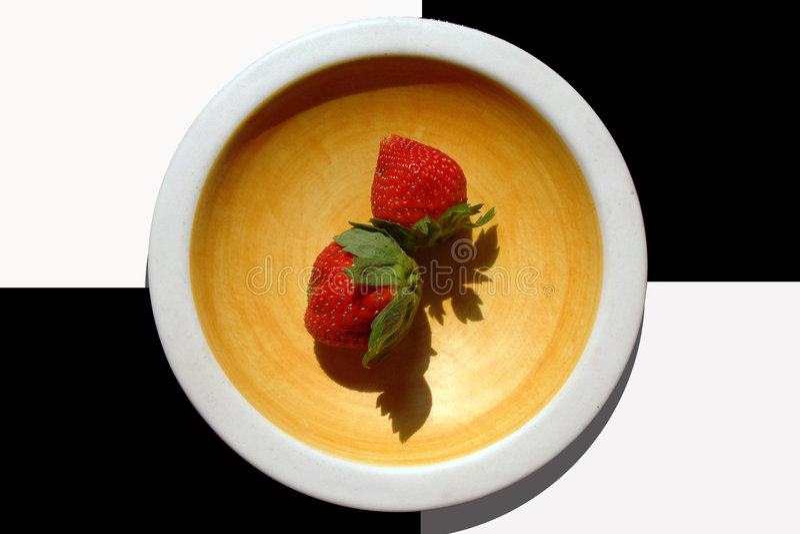 Download Zwei Erdbeeren stockfoto. Bild von erdbeere, platte, nahrung - 37600