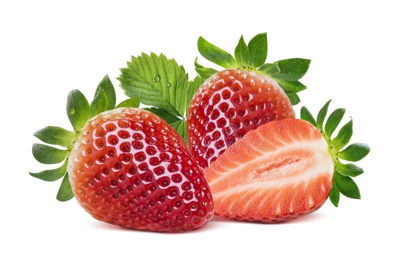 Zwei Erdbeeren, halbe Beere und Blätter auf weißem backgr stockfotos