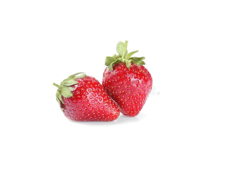 Zwei Erdbeeren schließen oben auf weißem Hintergrund lizenzfreie stockfotografie