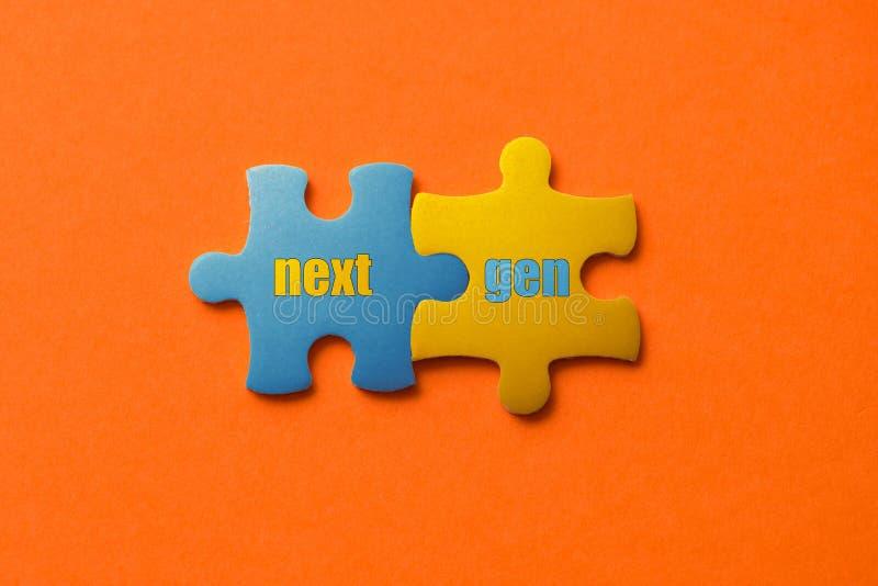Zwei färbten Details des Puzzlespiels mit folgendem GEN des Textes auf orange Hintergrund-, Gelbem und Blauem, nahemhohem stockbilder