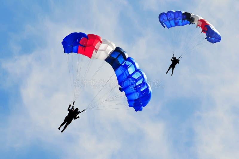 Zwei Fallschirme lizenzfreies stockbild