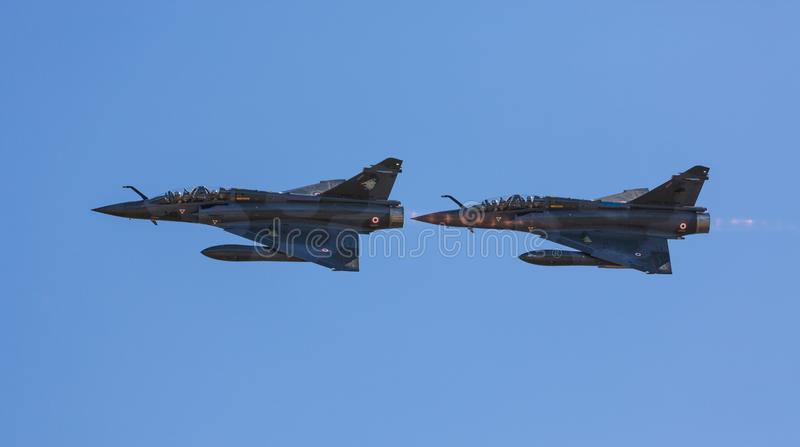 Zwei französische Patrouille des Trugbilds 2000 lizenzfreie stockfotos
