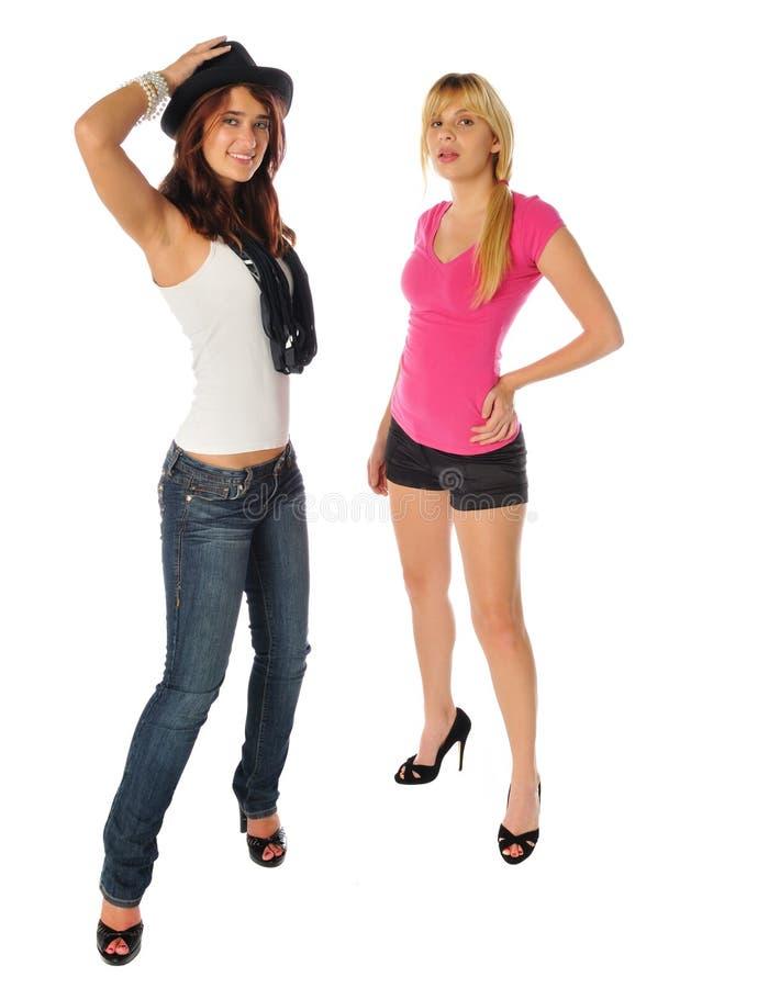 Zwei Freunde, die zusammen aufwerfen lizenzfreies stockbild