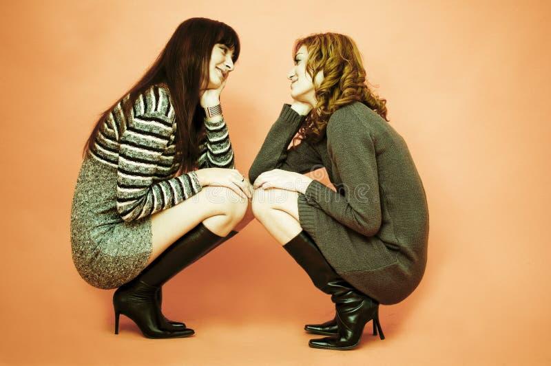 Zwei Freundinnen.   stockbild