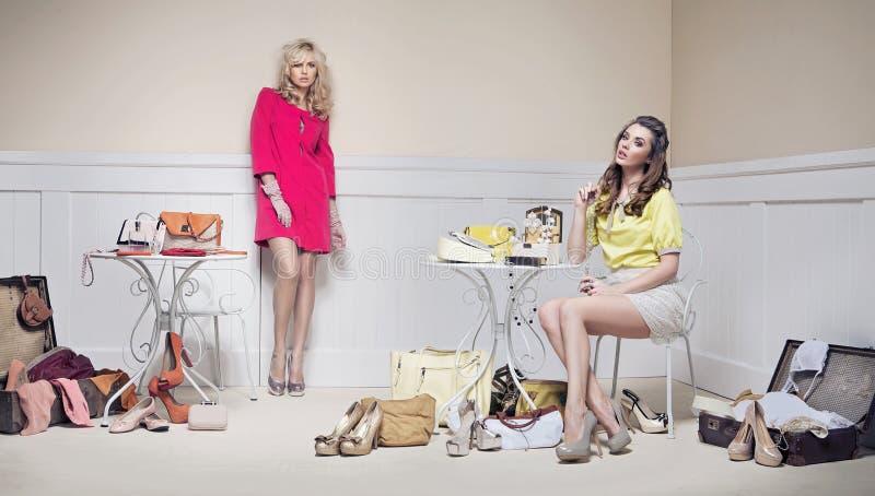 Zwei Freundinnen im Paradies der Frau stockfoto