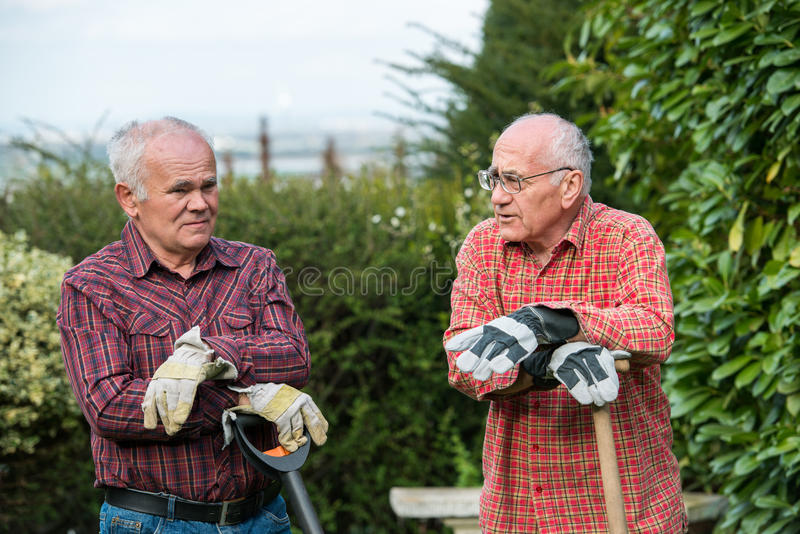 Zwei Gärtner lizenzfreie stockbilder