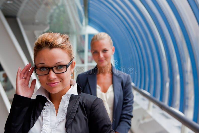 Zwei Geschäftsfrauen stockfoto