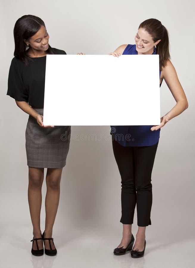 Zwei Geschäftsfrauen lizenzfreies stockfoto