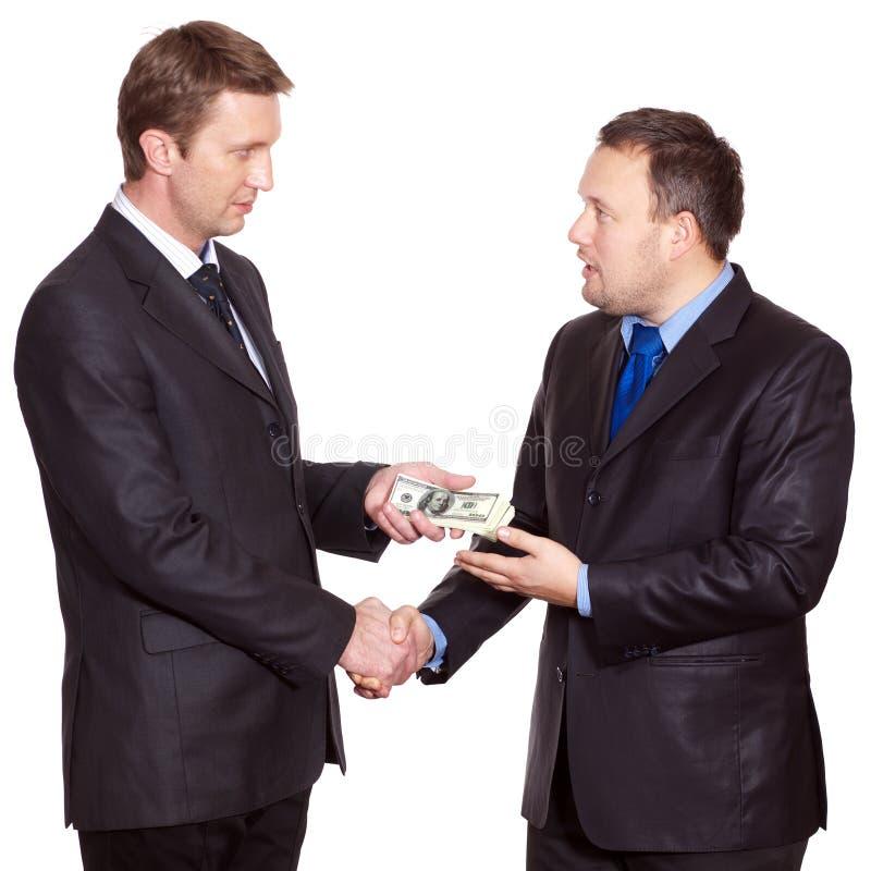 Zwei Geschäftsmänner haben ein Abkommen stockbild