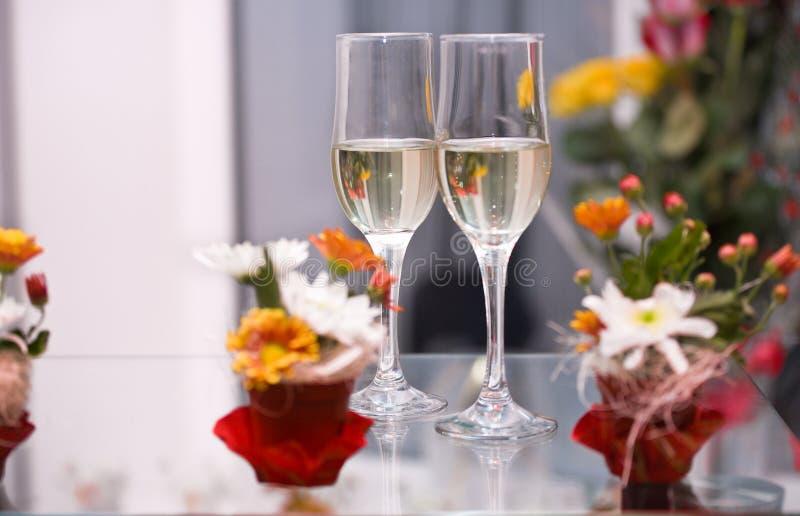 Zwei Gläser mit Champagner stockfoto