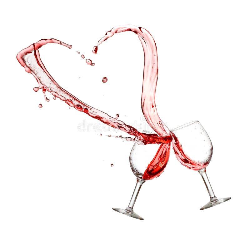 Zwei Gläser Rotwein mit Herzspritzen lizenzfreies stockfoto