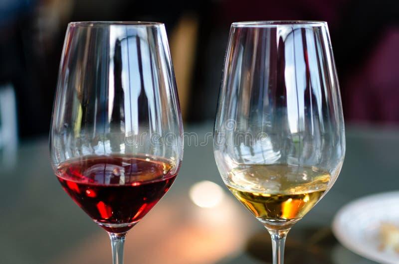 Zwei Gläser Wein stockbilder