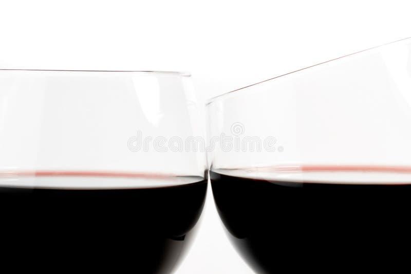 Zwei Gläser Wein bilden Beifall lizenzfreie stockfotos