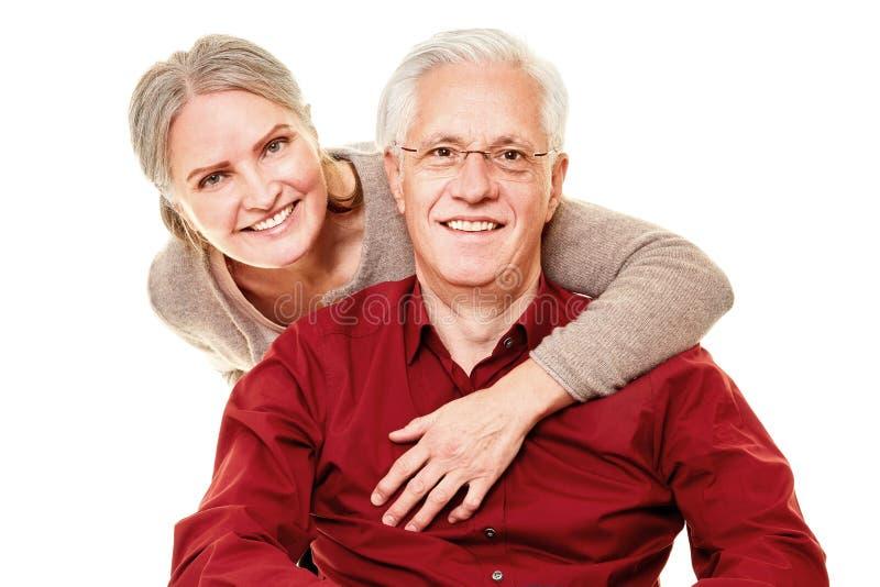 Zwei glückliche Senioren als Paar lizenzfreies stockbild
