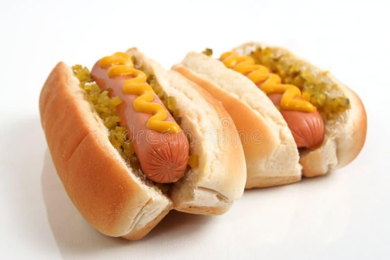 Zwei Hotdogs lizenzfreie stockbilder