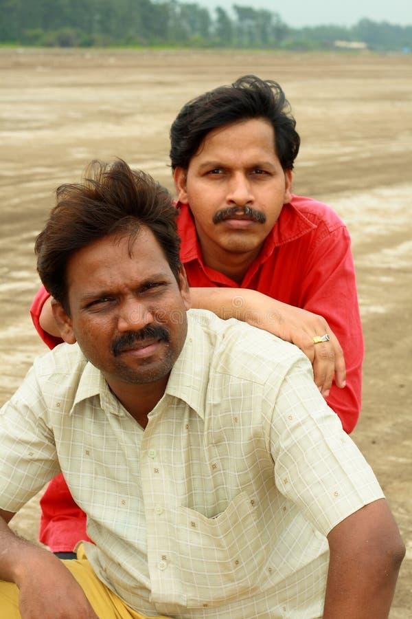 Zwei intelligente indische Dorfbewohner stockfotos