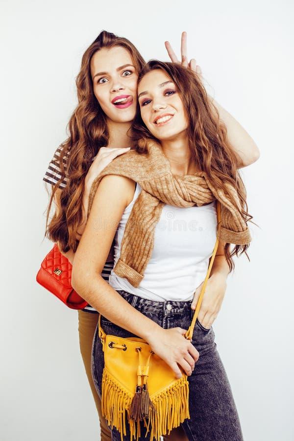Zwei Jugendlichen der besten Freunde, die zusammen Spaß, Aufstellung emotional auf weißem Hintergrund, besties glückliches Lächel lizenzfreie stockfotografie