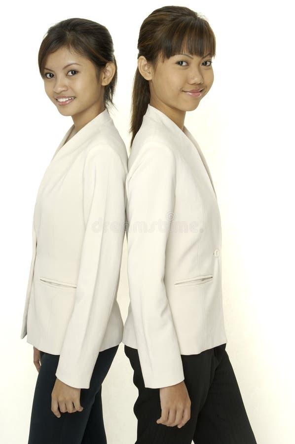 Zwei junge Frauen stockfotografie