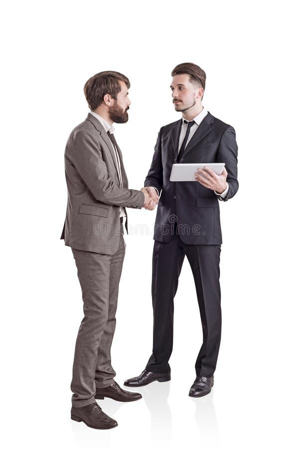 Zwei junge Geschäftsmänner, welche die Hände, lokalisiert rütteln stockbilder