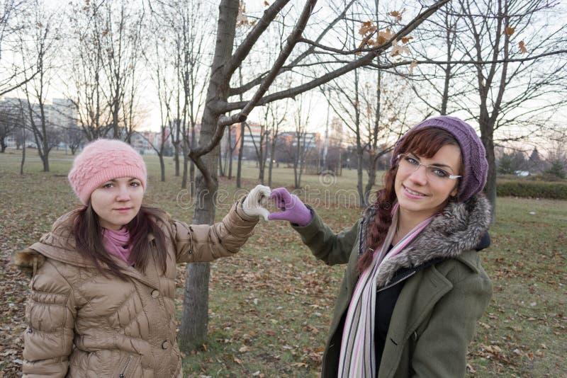 Zwei junge Mädchen stockfotos