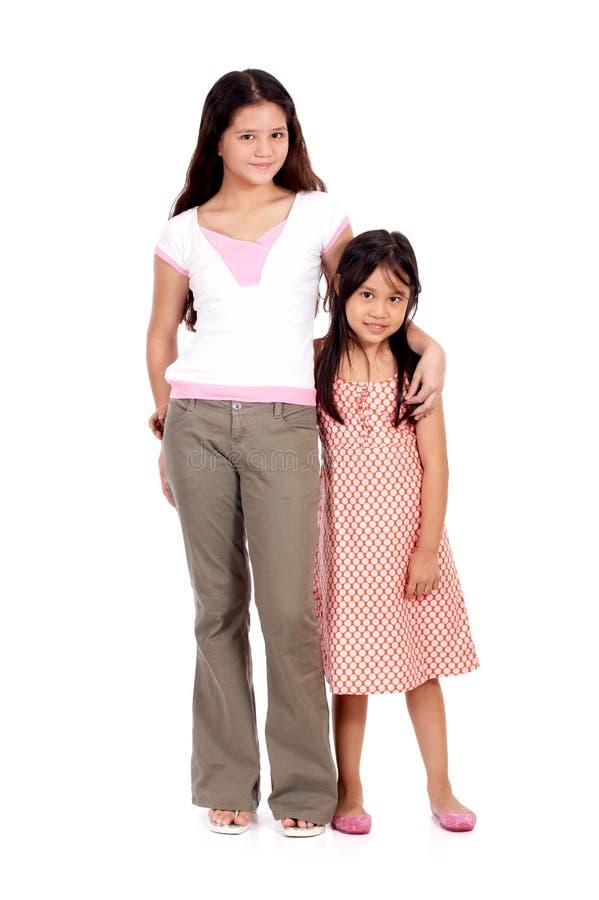 Zwei junge Mädchen lizenzfreie stockfotografie