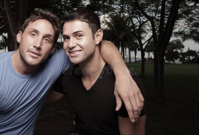 Zwei junge Männer stockbilder