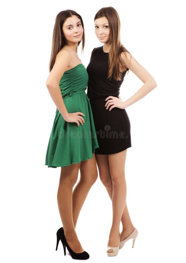 Zwei junge reizvolle Frauen stockfotografie