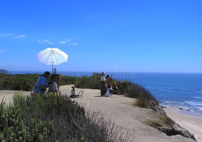 Zwei Künstler, die den Ozean malen stockfoto