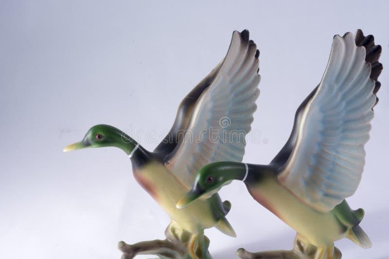 Zwei keramische Enten stockfoto