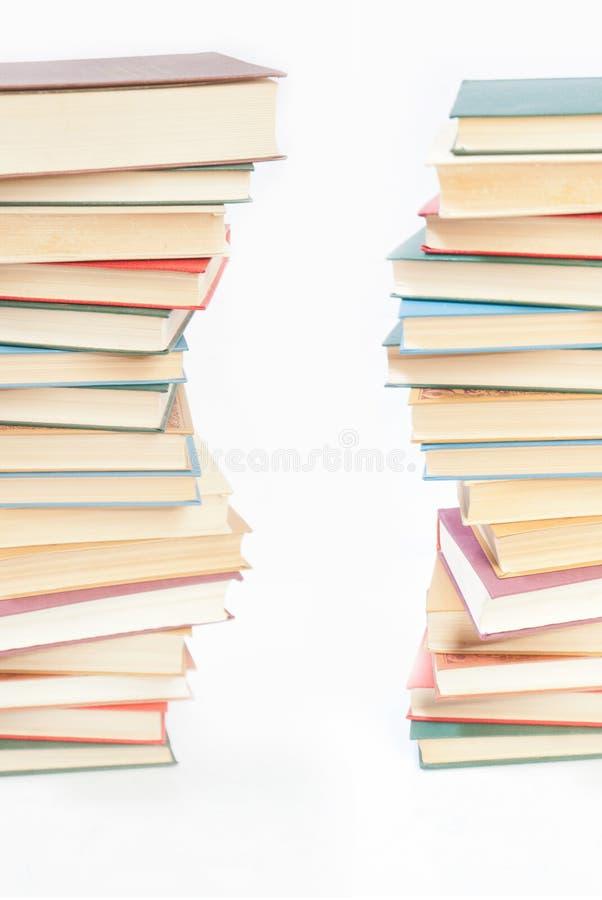 Download Zwei Kontrolltürme Der Bücher Auf Weiß Stockfoto - Bild von liebhaberei, pädagogisch: 27726968