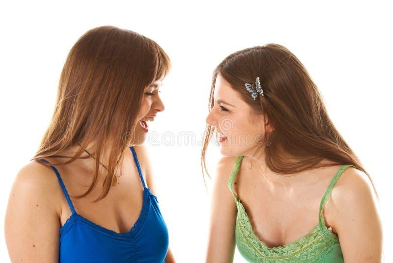 Zwei Lachen-Jugendlichen stockfotos