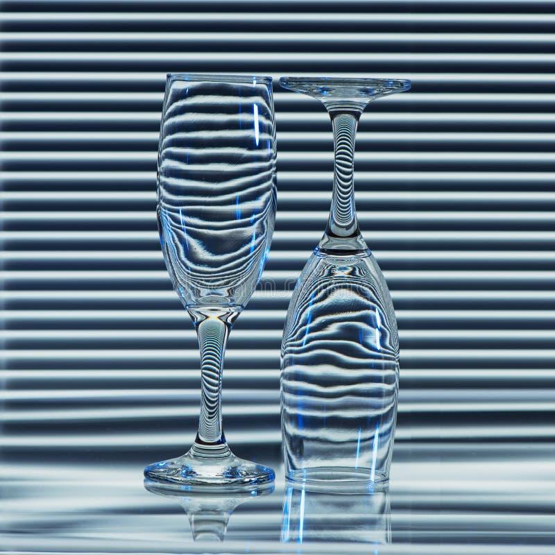 Zwei leere Gläser mit Bändern von Brechungsvorhängen lizenzfreies stockfoto