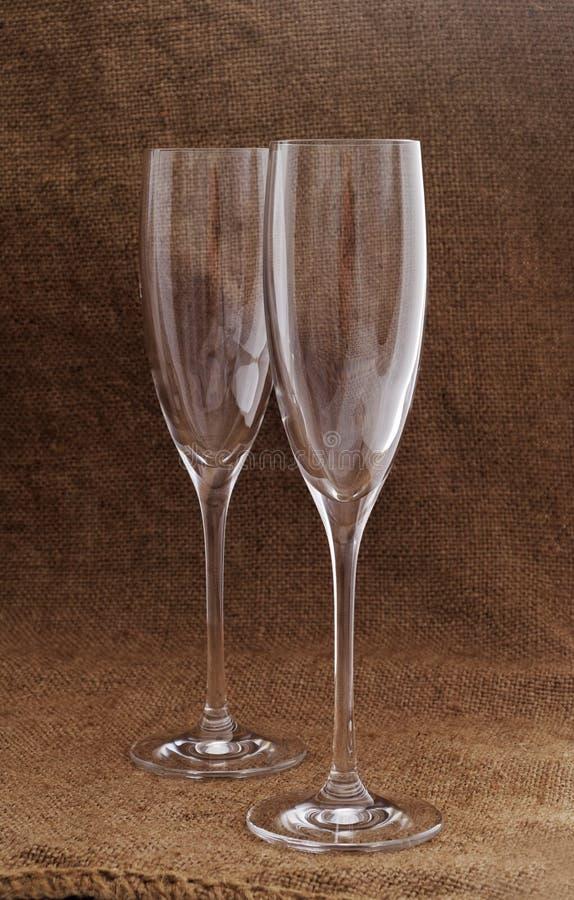Zwei leere Weingläser. stockfotografie