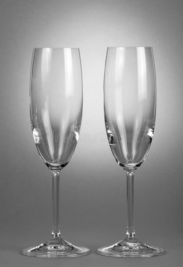 Zwei leere Weingläser lizenzfreie stockfotografie