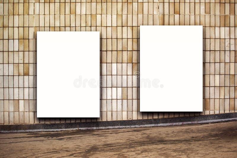 Zwei leerer Straßen-Werbung- im Freienanschlagtafel-Poster lizenzfreie stockfotos